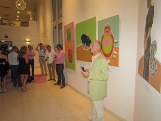 Nederlandse ambassadeur Norbert Braakhuis tijdens opening expositie
