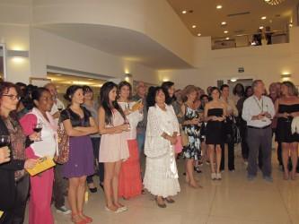 Het publiek tijdens opening van de expositie Feedback